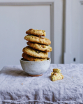 Bezlepková pistáciová sušenka s bílou čokoládou