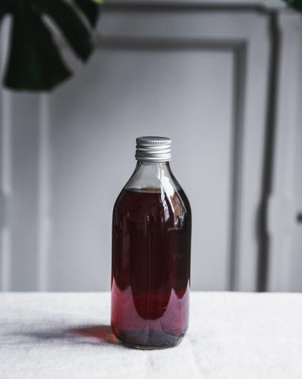 Ibiškový ledový čaj s ostružinovým sirupem 0,33l - na domu