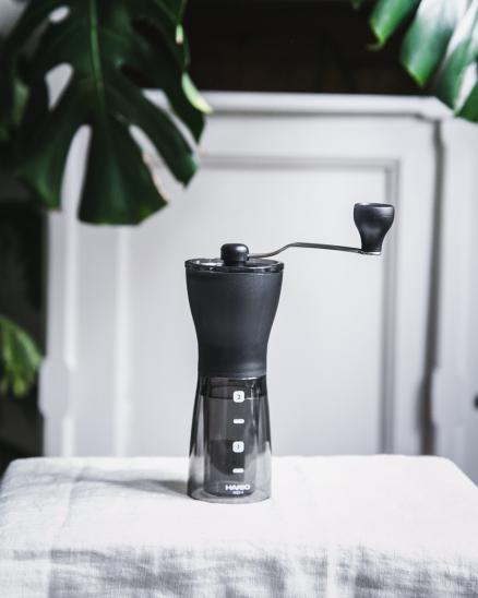 Ruční mlýnek na kafe - Hario Mini Mill Slim Plus