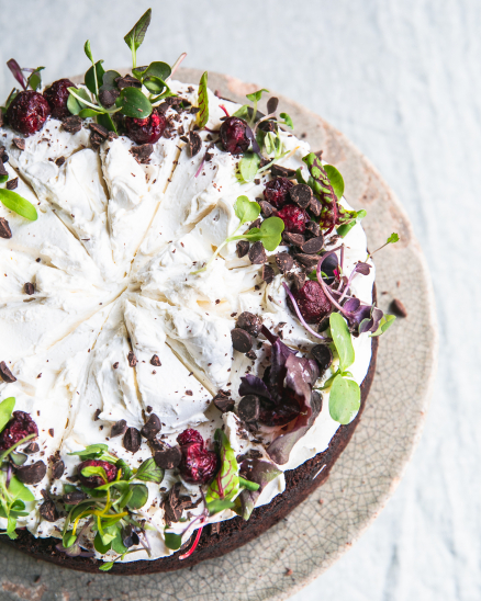 Čokoládový dort s višněmi a mascarpone (vyzvednutí po 11 hod)