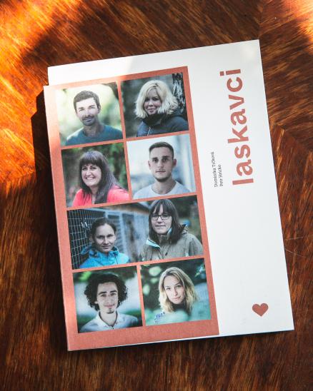 Kniha Laskavci