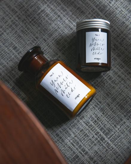 Svíčka 180ml - yuzu, máta cedr
