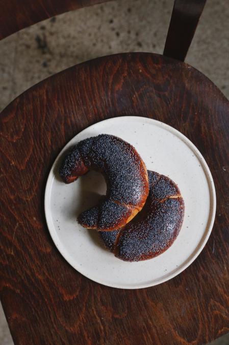 Keramický talíř tečkovaný ( průměr 22cm )