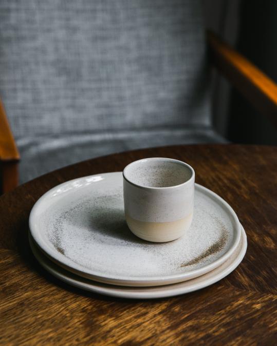 Keramický talíř béžový 22cm