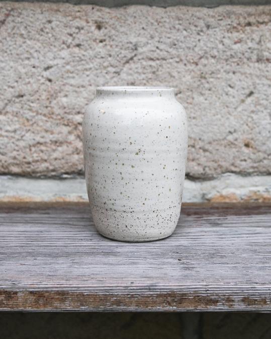 Keramická váza tečkovaná menší